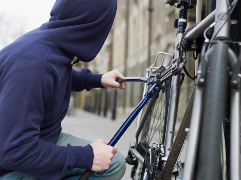 Petrești – Minor prins de polițiști după ce a furat o bicicletă în valoare de 3400 de lei