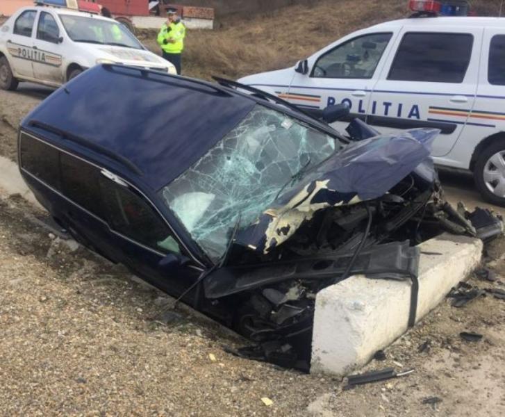 Vințu de Jos – O șoferiță a intrat cu mașina într-un cap de pod