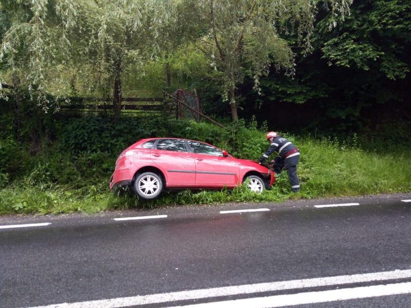 Accident rutier soldat cu o victimă pe DN 67C, între Șugag și Mărtinie (foto)