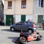 Alba Iulia - Un motociclist a ajuns la spital după ce a fost acroșat de un autoturism
