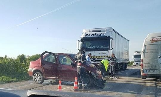 Accident rutier! Coliziune între două autoturisme și un TIR pe șoseaua de centură a municipiului Alba Iulia