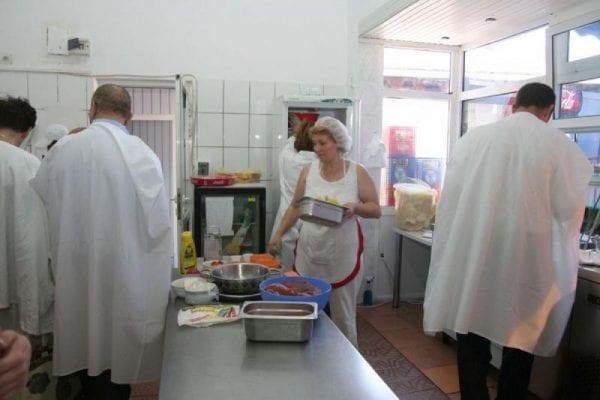 DSVSA Alba a făcut publice rezultatele controalelor efectuate la mai multe restaurante și fast-food-uri din județ