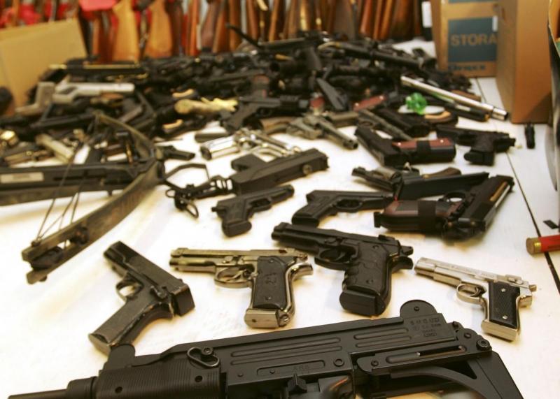 Controale ale angajaților Poliției Române la persoanele juridice care desfășoară activități privind regimul armelor şi muniţiilor