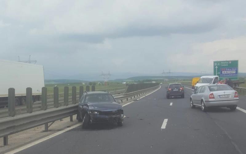 Accident – O mașină s-a izbit de un parapet pe autostrada A1, sensul de mers Sebeș-Deva