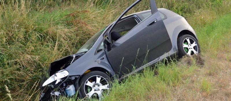 Scărișoara – O șoferiță imprudentă a ajuns cu mașina în afara părții carosabile