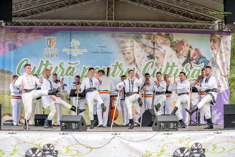 """Festivalul – concurs """"Cultură pentru Cultură"""" – premii acordate minorităților naționale din județul Alba pentru păstrarea tradițiilor și obiceiurilor"""