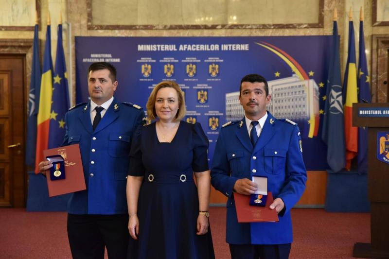 Doi jandarmi din Alba au primit Placheta de onoare a Ministerului Afacerilor Interne