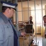Un tânăr, posesor al unui mandat de executare a pedepsei închisorii, a fost prins și escortat la Penitenciarul Aiud