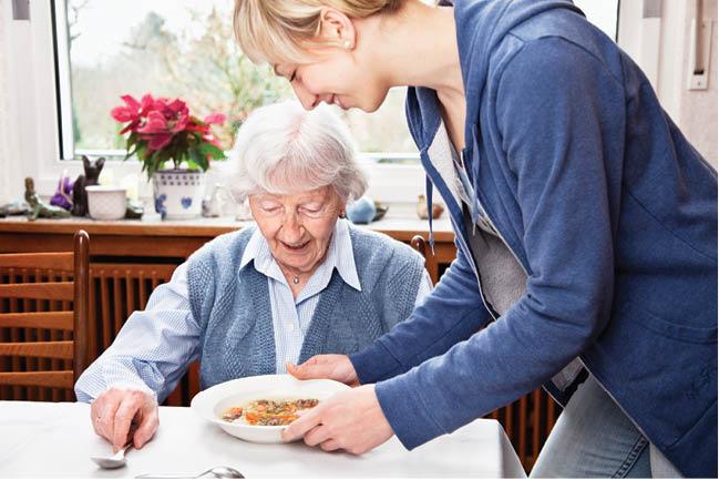 Primăria Alba Iulia lansează un program de îngrijire la domiciliu a persoanelor vârstnice