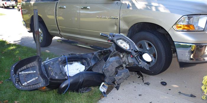 Accident rutier! Un autoturism s-a ciocnit cu un moped în localitatea Sânmiclăuș, pe DN 107 V