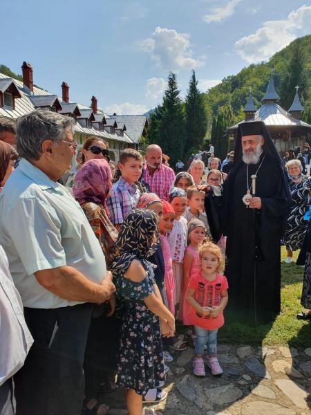Arhiepiscopul Irineu la hramul Mănăstirii de la Strungari