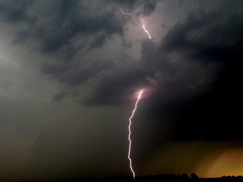 Alertă meteo! ANM anunță pentru următoarele două zile ploi, vijelii și grindină!!!