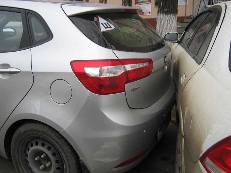 """Sebeș – Un șofer """"rupt"""" de beat a acroșat cu mașina o altă mașină parcată pe strada Spitalului"""