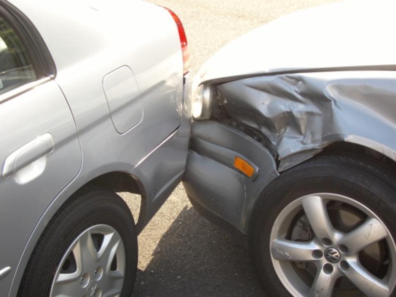 Meteș – Coliziune între două autoturisme provocată de un șofer care nu s-a asigurat corespunzător