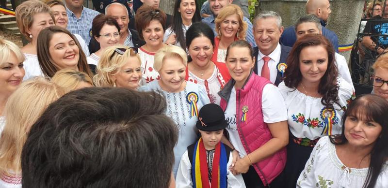 Deputatul Ioan Dîrzu,Viorica Dăncilă şi mai mulţi miniştri au participat la serbările naţionale de la Ţebea