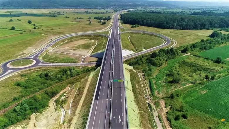 O fisură de 15 centimetri lungime şi un centimetru lăţime a apărut pe lotul 3 al autostrăzii Lugoj-Deva