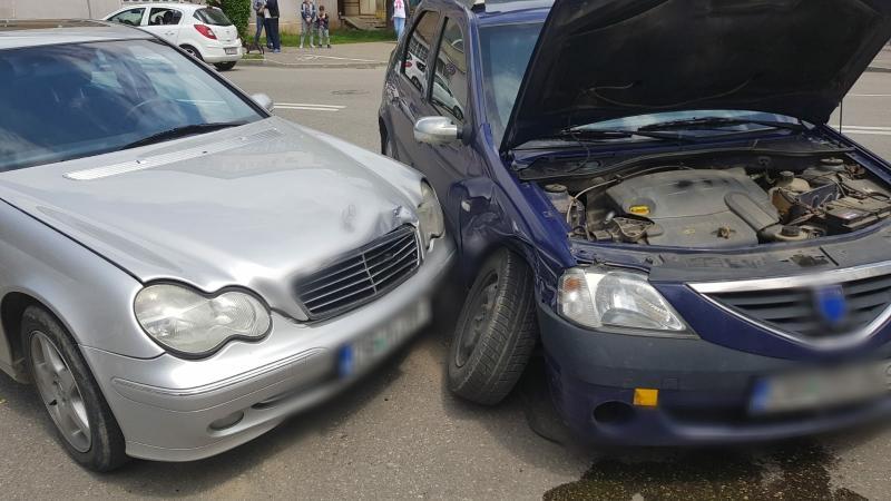 Accident rutier! Coliziune între două autoturisme pe DN 7, pe raza comunei Săliștea