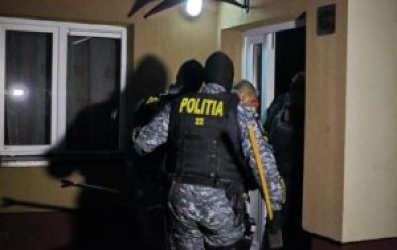 Percheziții realizate pentru recuperarea unor bunuri furate de un bărbat din Baia de Arieș