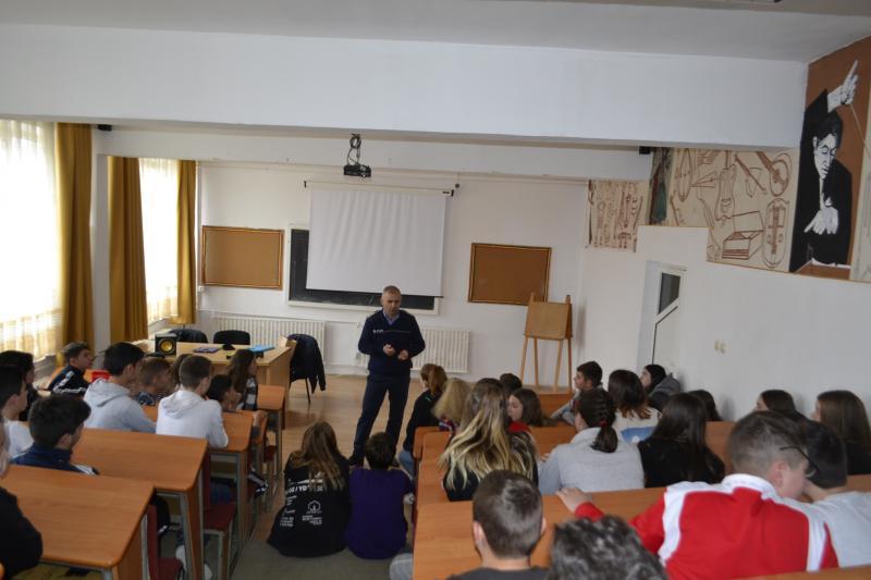 Acțiune de informare organizată de IPJ Alba la Școala Gimnazială Vasile Goldiș din Alba Iulia