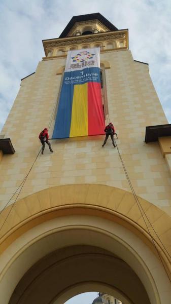 Drapelul României, din nou arborat pe turnul Catedralei Reîntregirii din Alba Iulia