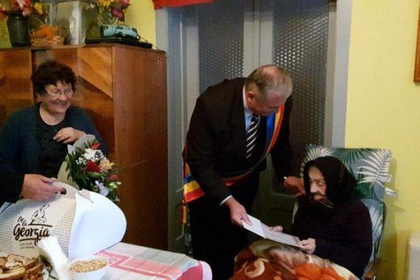 Eveniment festiv - O doamnă din Teiuș a aniversat venerabila vârstă de 100 de ani!