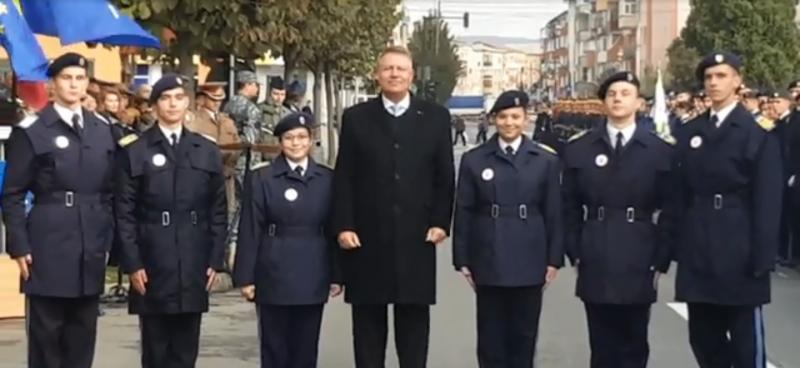 """Cei mai buni elevi ai Colegiului Naţional Militar """"Mihai Viteazul"""", premiați cu ocazia aniversării Centenarului instituției de învățământ"""