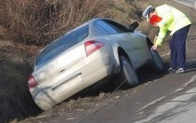 Cergău – Un șofer în stare de ebrietate a ajuns cu mașina în șanț
