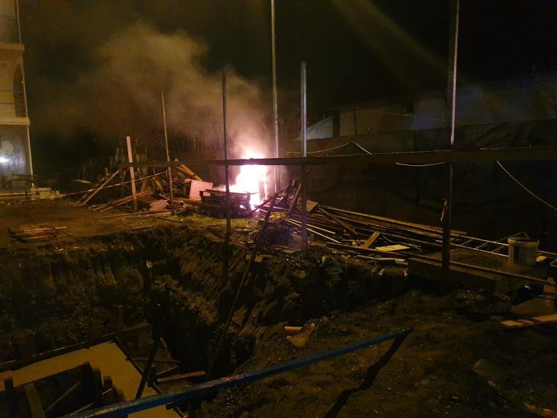 Intervenție a pompierilor pentru stingerea unui incendiu izbucnit la un tablou electric de pe strada Târgului din Alba Iulia (foto)