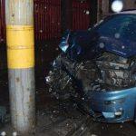 Doi tineri au fost răniți în urma unui accident produs de un șofer din Mihalț care a intrat cu mașina într-un stâlp