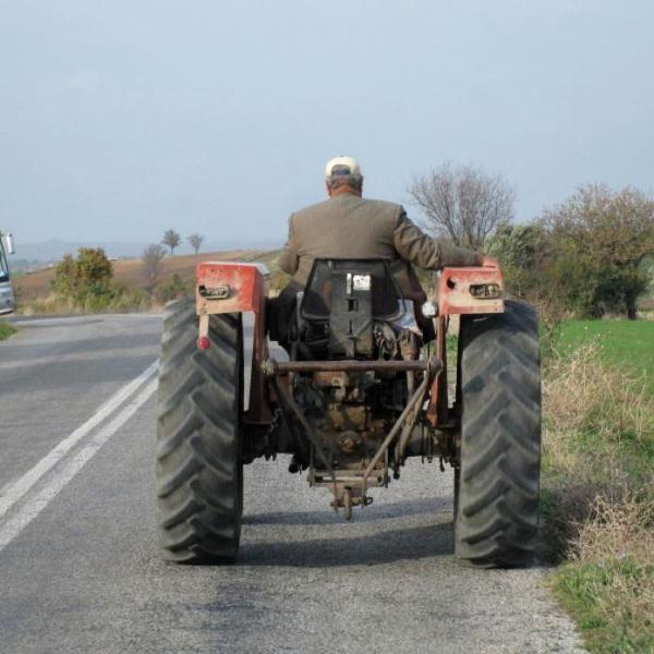 Tractorist din Cenade, depistat în stare de ebrietate la volan de către polițiștii rutieri