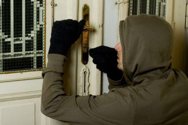 Hoți din apartamente, prinși de polițiștii din Alba Iulia