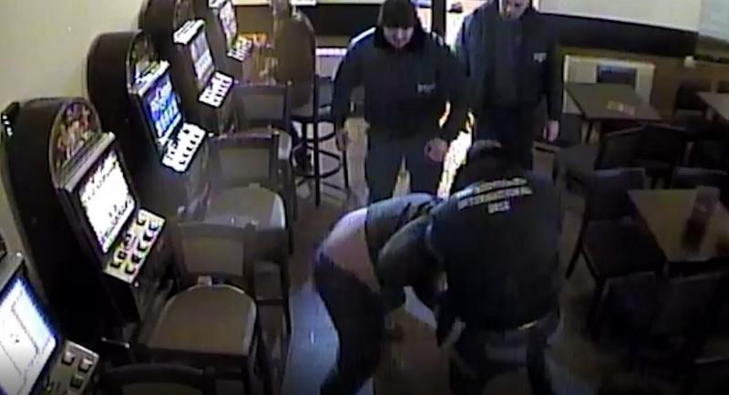 Doi bărbați din Sebeș, cercetați penal pentru lovire sau alte violențe și tulburarea ordinii și liniștii publice