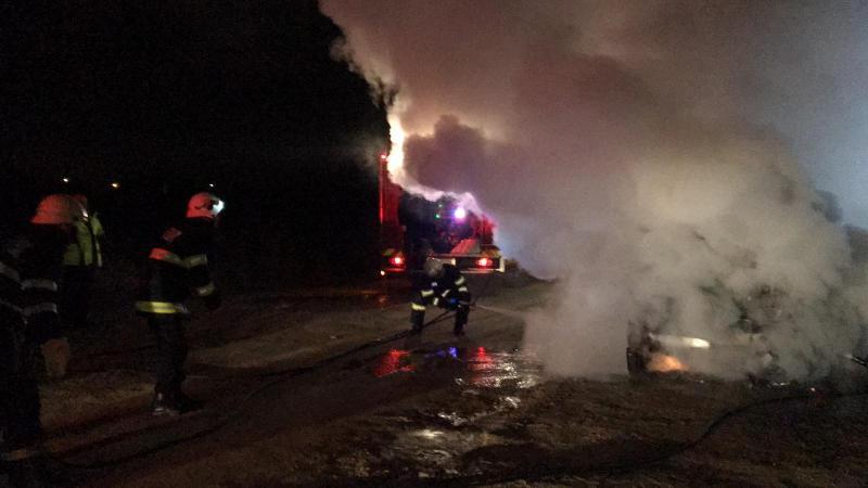Un autoturism a luat foc pe strada Gardeniei din Alba Iulia (foto)