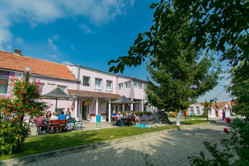 HS Timber Productions donează material lemnos pentru Căminul pentru Persoane Vârstnice din Sebeș