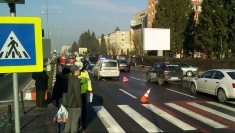 Alba Iulia – Doi pietoni au fost loviți pe trecere de un autoturism