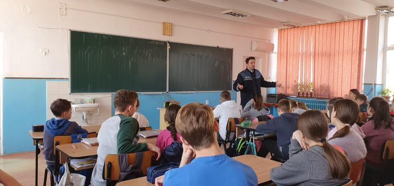 Acţiuni informativ – preventive dedicate siguranţei tinerilor, organizate de IPJ Alba