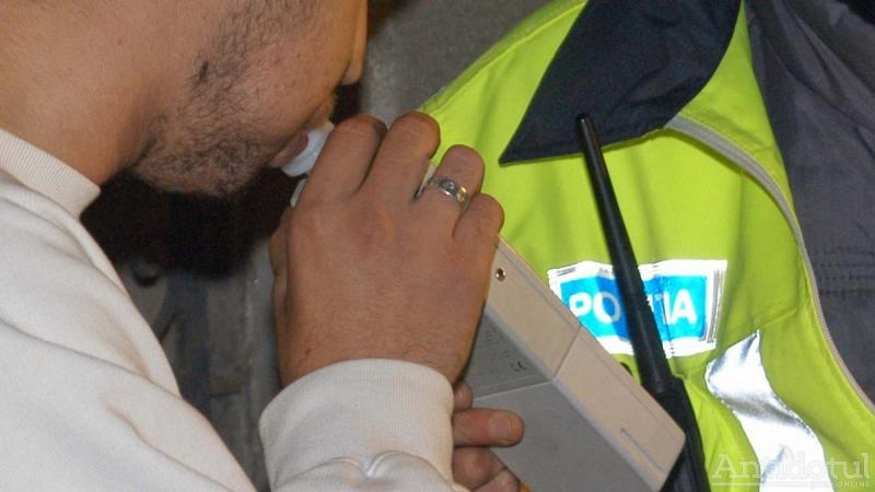 Rădești – Un șofer în stare de ebrietate a intrat cu mașina într-un cap de pod și a fugit de la locul accidentului