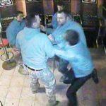 Patru bărbați din Vingard au fost reținuți de polițiști după ce s-au bătut în incinta unui local public din localitate