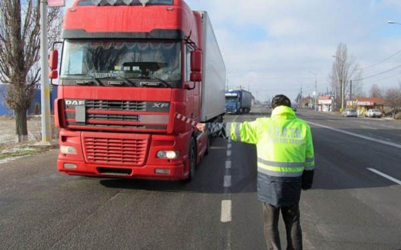"""Polițiștii rutieri din Alba au dat amenzi și au reținut permise de conducere cu ocazia unui nou episod al operațiunii """"Truck&Bus"""""""
