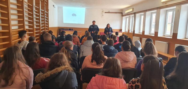 Activități informativ-preventive derulate de polițiști în școli din Blaj și Sebeș