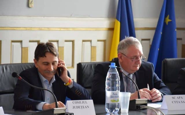 Prime uriașe pentru șefii companiei de apă din județul Alba: 30.000 de euro pentru administratori, 17.000 de euro pentru director