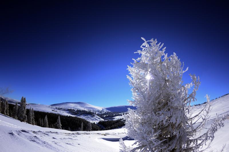 Amatorii de sporturi de iarnă sunt invitați în weekend la Domeniul Schiabil Șureanu