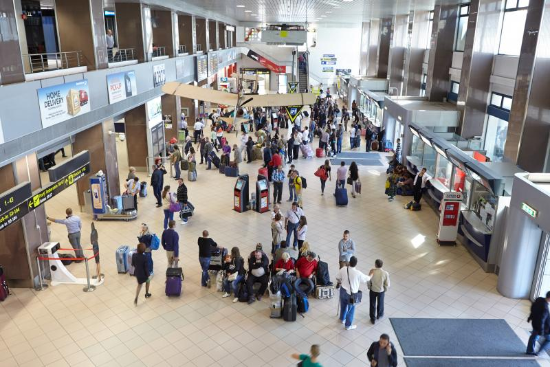 Ministerul Afacerilor Externe recomandă turiștilor români să își scurteze concediile în străinătate