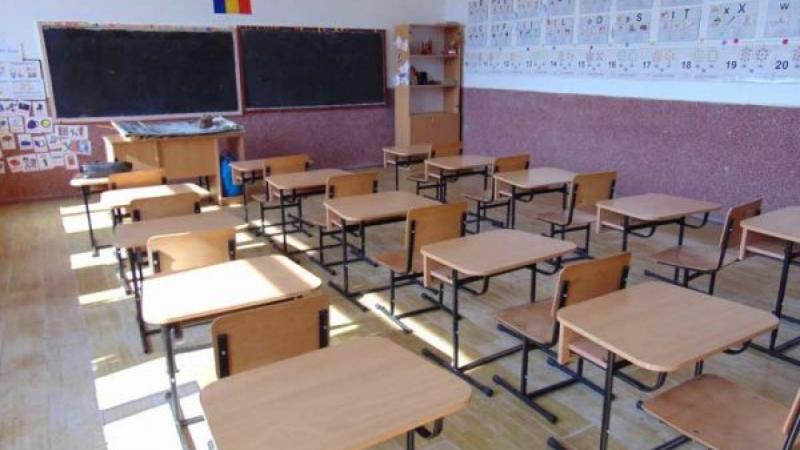 Ministrul Educației a anunțat că școlile rămân închise până după Paște