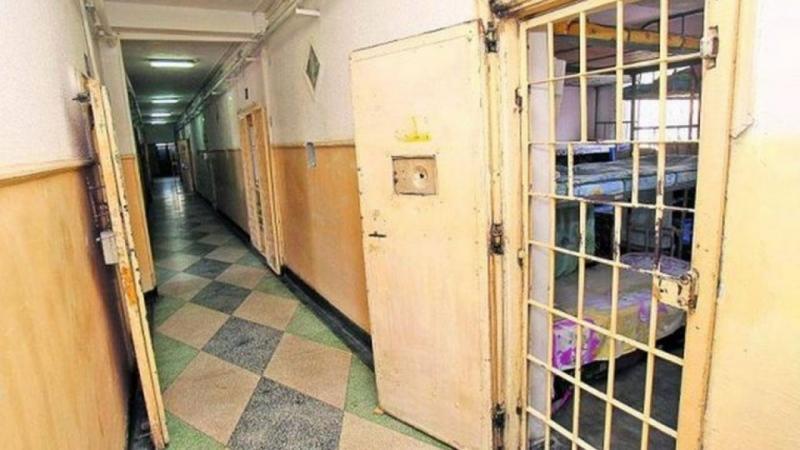 Posesor al unui mandat de executare a pedepsei închisorii, reținut și condus la Penitenciarul Aiud
