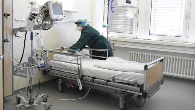 306 români au decedat din cauza Coronavirus în România!