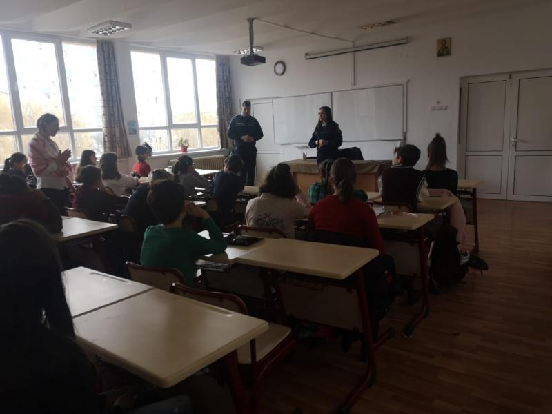 Activități informativ-preventive pentru elevii din Alba Iulia și Cugir