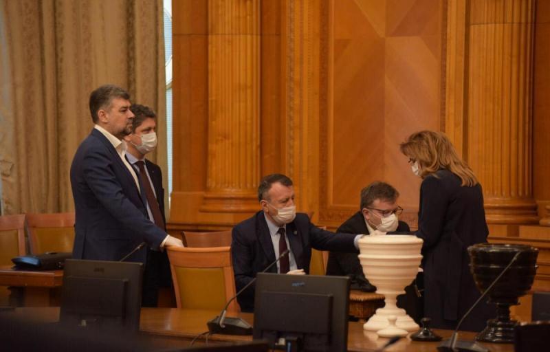 Legea amânării plății facturilor inițiată de PSD a trecut de Parlament: facturile la apă, energie, gaze, gunoi, cablu, internet se suspendă 3 luni