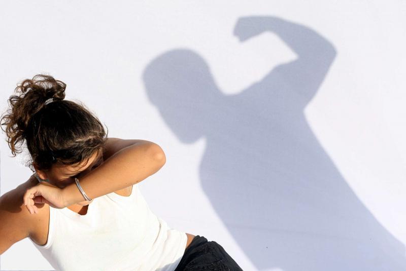 Sântimbru – Dosar penal emis pe numele unui bărbat care și-a agresat și amenințat soția