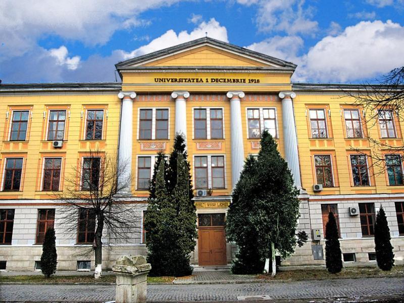 """La Universitatea """"1 Decembrie 1918"""" din Alba Iulia admiterea 2020 la toate programele de licență, masterat și doctorat se va desfășura on-line"""